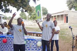 Les ambassadeurs du NEF au Togo : le sortant Dodzi AGLAGO (à gauche) et l'entrant Ousia Folly-Bebe (à droite)